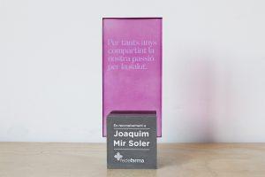 trofeo personalizado cemento y acrilico