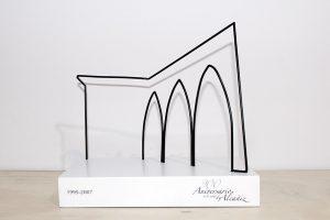 trofeos institucionales metal y madera