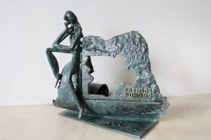 trofeo resina imitación metal