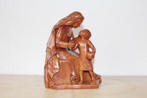 virgen con niño en resina
