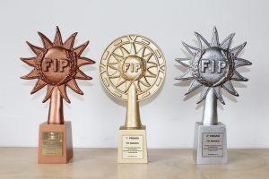 réplicas de trofeos en dorado plateado y bronce